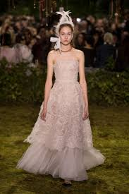 koszor sl ny ruha a legkülönlegesebb menyasszonyi ruhák a párizsi divathétről