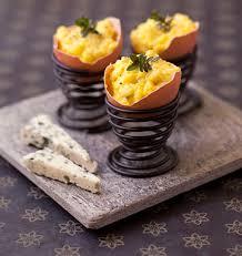 cuisine de paques oeufs brouillés au roquefort en coquille menu de pâques les