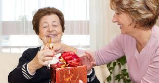 what to get an elderly woman for christmas gifts for seniors with dementia 25 ideas