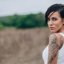 tattoo girl dating site you should date a girl with tattoos at least once