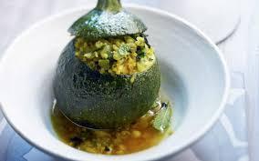cuisiner des courgettes rondes courgettes rondes farcies aux herbes cuisine et recettes