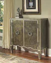 Pulaski Console Table Pulaski Furniture Accents Chests Consoles Credenzas