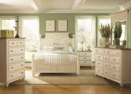 Cottage Bedroom Furniture by Classic Distressed Wood Bedroom Furniture Idea For Vintage Room
