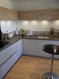cuisiniste chambery cuisine moderne bois et blanche sans poignées à chambéry