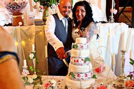 bride horrified when m u0026s boss texted her saying the cake she