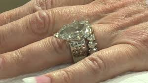 weding ring wedding ring found in garbage cnn