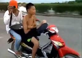 dan chi phát hoảng với clip đàn chị dạy đệ tử 15 tuổi lái xe bằng chân