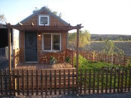 janet u0027s 254 sq ft tiny cottage video tour