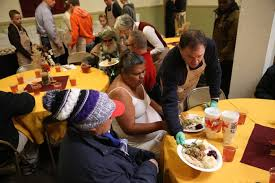 governor helps serve thanksgiving dinner at the rescue mission of