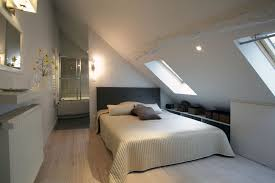 chambre dans combles chambre salle de bain combles dans les amacnager ses la dadulte