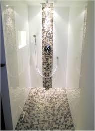 badezimmer fliesen mosaik dusche die besten 25 begehbare dusche ideen auf badezimmer