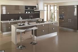 cuisine taupe quelle couleur pour les murs cuisine barbry maison cuisine cuisines et maisons