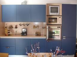 meuble cuisine bleu meuble cuisine peint en bleu idées de design de maison