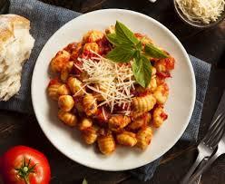 cuisiner les gnocchis gnocchis à la sauce tomate gratinés recette de gnocchis à la sauce