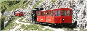 treno cremagliera schafberg ferroviaria di montagna il monte schafberg lago