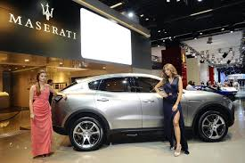 maserati suv the maserati levante suv will compete with high end porsche cayennes