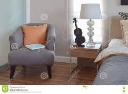 Schlafzimmerm El Betten Bett Und Stuhl Im Modernen Schlafzimmer Stock Abbildung Bild