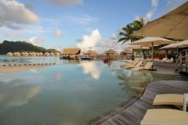Pool Design Software Free by Somethings Fishy In French Polynesia Poisson Cru Infinity Pool