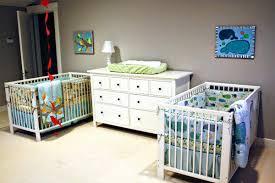 chambre pour jumeaux tapis design pour chambre bébé fille déco 2017 beau best chambre