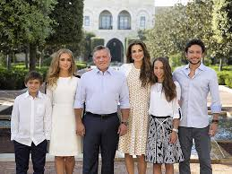 rania and royal family s photo 2016
