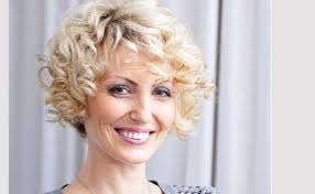 7 curly hairstyles for women over 40 style presso