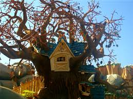 file tree house jpg file treehouse in toontown jpg wikimedia commons