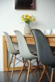 White Plastic Kitchen Chairs - dit huis heeft zes eames dining chairs en zoveel meer eames