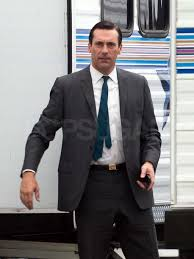Don Drape Pictures Of Jon Hamm Dressed As Don Draper On The Set Of Mad Men