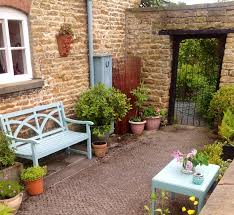 Small Walled Garden Ideas Small Courtyard Ideas And Photos Small Walled Garden