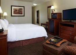 dorval chambre en ville hôtel hton inn and suites montreal airport