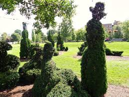 Columbus Topiary Garden - 30 things to do in columbus ohio sand and snow