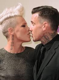 carey hart hair 2012 mtv video music awards pink blows carey hart a kiss 1