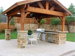 covered outdoor kitchen best 20 covered outdoor kitchens ideas on