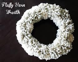 make fluffy yarn wreath