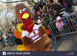 macys thanksgiving day parade streaming spectators along central park west watch marcher in a turkey