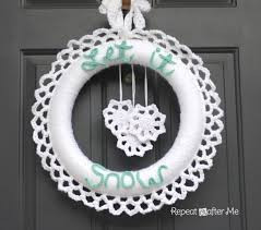 crocheted winter wreath repeat crafter me