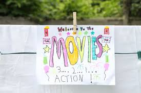 How To Make A Backyard Movie Theater Diy Outdoor Movie Night Momadvice