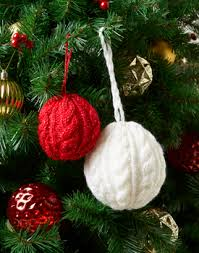 cable knit christmas 10 free christmas baubles knitting patterns to 13