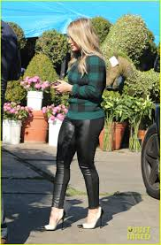 hilary duff thanksgiving day flowers at empty vase photo 3001890