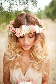 fleurs cheveux mariage les 25 meilleures idées de la catégorie couronne de fleurs cheveux