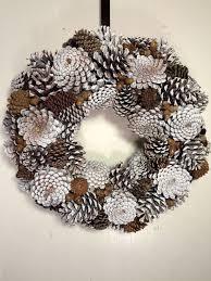 pine cone wreath corona di winter white pine cone di msrbachdesigns su etsy after