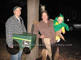 Corn Halloween Costume Cool Family Costume Celebrates Iowa Corn