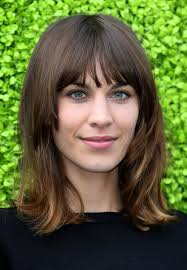 alexa chung hairstyles classic shoulder length hairstyle for