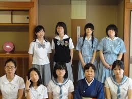 中学生 写真:取材前に市長と名刺交換する生徒たち=5日、岩手県釜石市役所の市長室