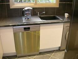 vaisselle de cuisine comment placer un lave vaisselle dans une cuisine intégrée