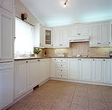cuisine blanc cassé armoires de cuisine style chêtre blanc