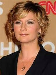 curly layered ear length hair styles 17 best style grooming images on pinterest short bobs hair