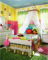 colorful kids bedroom decoration have colorful bed cover and