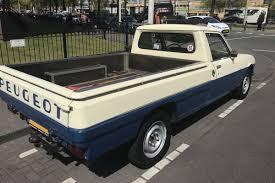 peugeot 504 pickup in het wild peugeot 504 pick up autonieuws autoweek nl