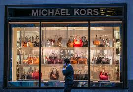 michael kors black friday 2017 michael kors is closing 125 stores as sales collapse